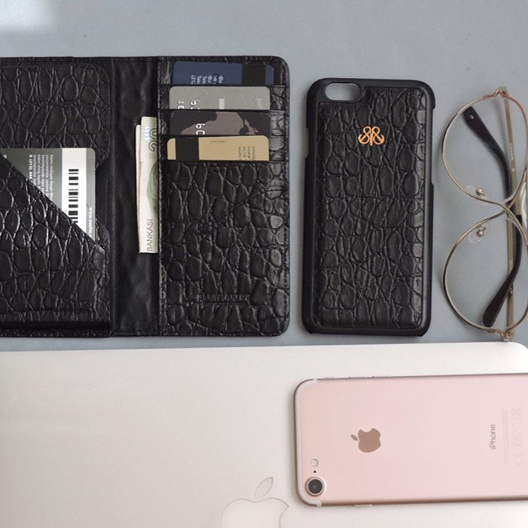 S1 croco effect Calfskin . #serapaktugleathergoods  #iphonewallet #iphonecuzdan #iphonecase #iphonekilif #black #minimal #style #luxe #accessories #basedinistanbul #handcrafted #accessories #croco #techfasion