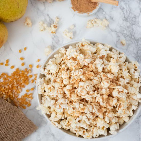 The perfect movie night snack requires no added salt or sugar. Just a simple powder made from dehydrated pears and ginger! #movienightsnacks