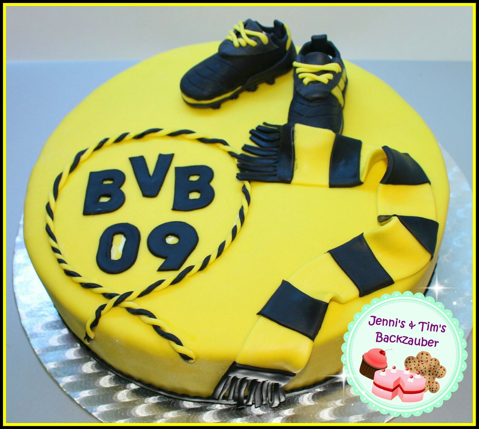 Bvb torte leckereien mit fondant pinterest soccer for Kuchen dortmund