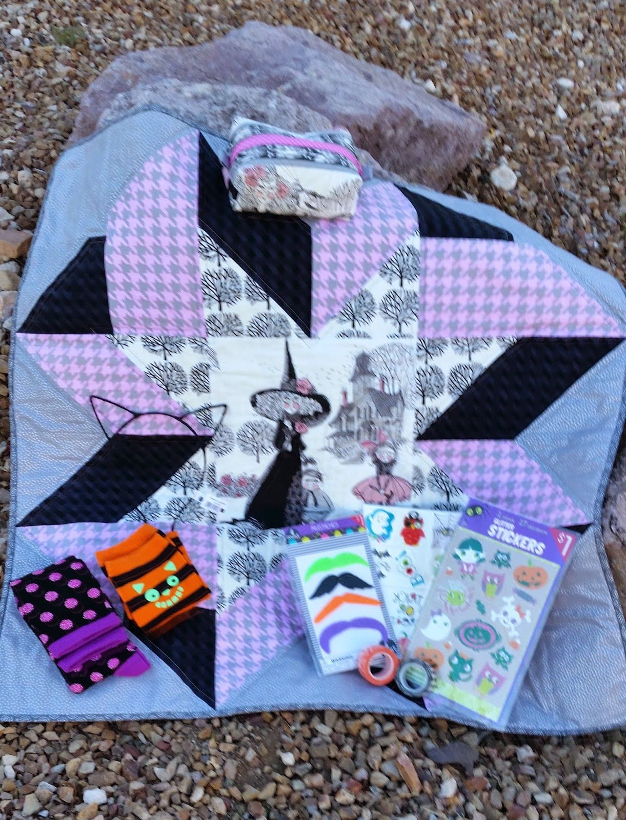 Kwilty Pleasures: GHASTLIES REVEAL - DAY 3 - Wednesday @craftyjennifer made the mini quilt, other items added to swap package