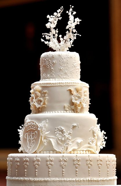 Charming Wedding Cakes By Fiona Cairns