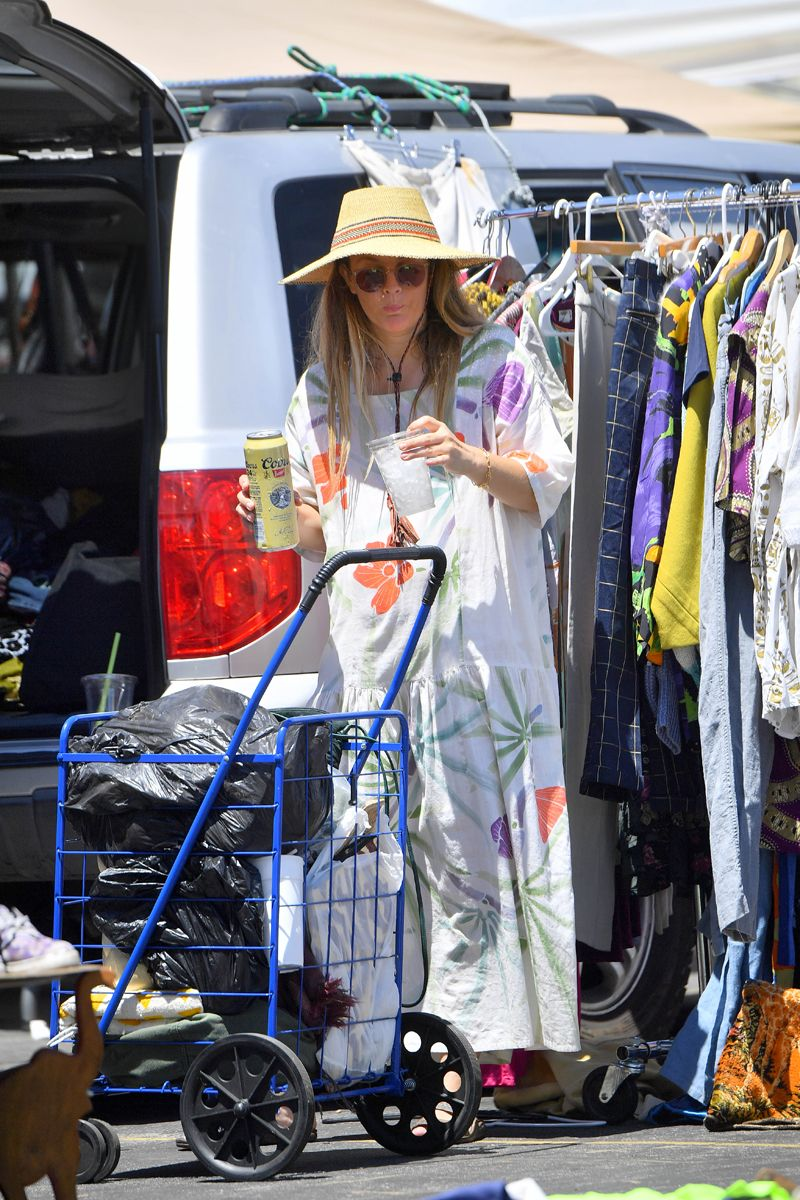 Exclusive Drew Barrymore Drinks A Tall Can Of Coors Beer As She Pushes A Cart Alcohol Is A Drug Drew Barrymore Beer