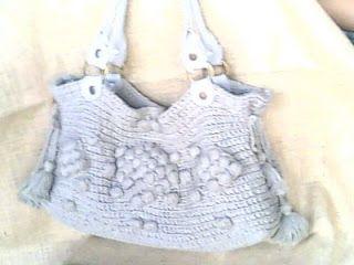 Eu que fiz...minha primeira bolsa em crochê!