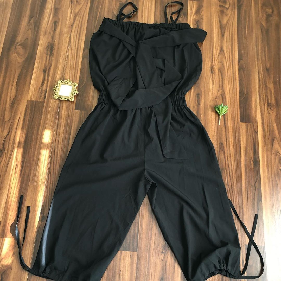 Jumpsuit available  size :none (fits uk 14 Price : N3000 Brand: none  Defect:'none  Dm or WhatsApp t...