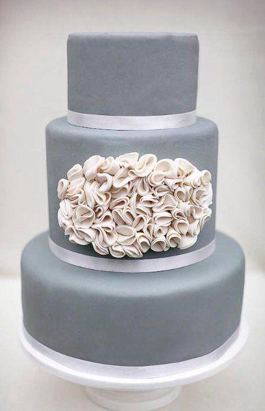 Zelfs een bruidstaart kan uitgevoerd worden in de kleuren zilver en wit.
