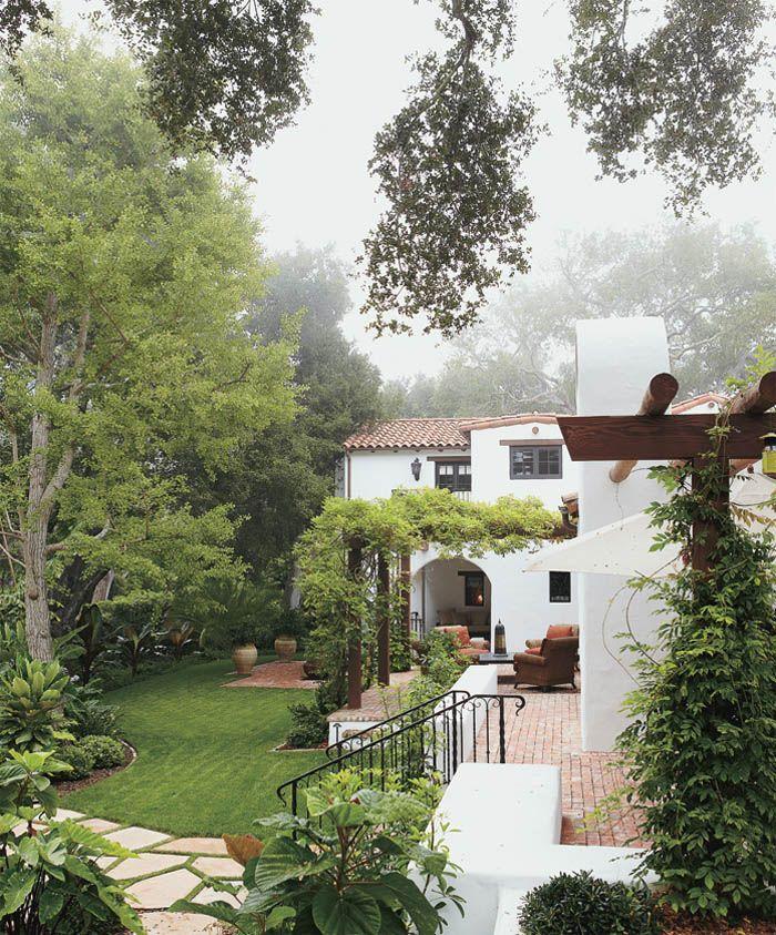 Adobe Romance Santa Barbara Magazine Hauswand Haus Im Spanischen Stil Style At Home