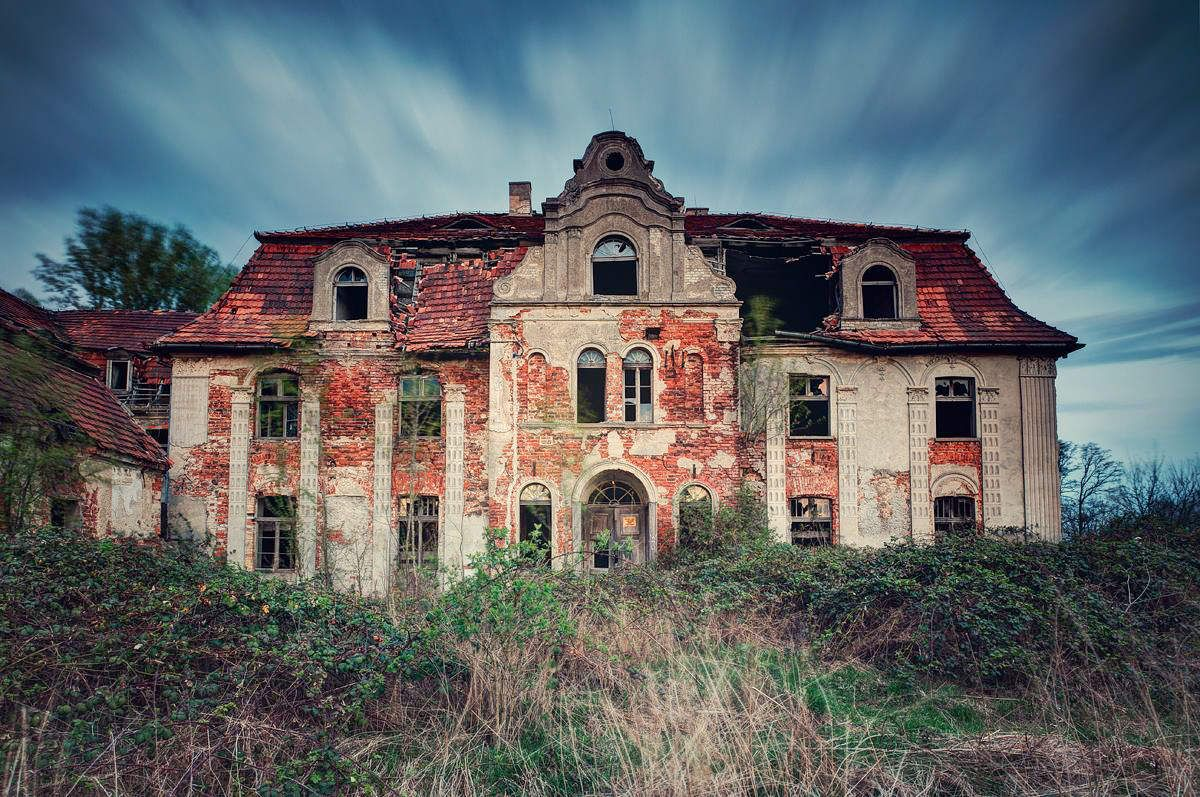 Here's a little haunted ruin porn to spice up your Halloween week.
