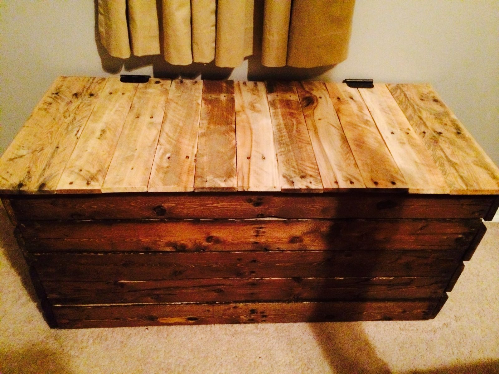 Chest for the bedroom we made from reclaimed pallet wood