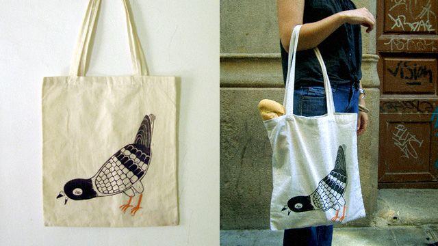 """#DIY #ART #BOOKS - Bolsa para comprar el pan de ¡Cuidado con las palomas! by Nariz. Queremos crear una bolsa para ir a comprar el pan cada día (y no dejar caer las migas antes de tiempo). Todo nace del libro que hemos autoeditado: """"Migas migrantes"""", el retrato de una gran familia nómada, una de las pocas que quedan.   CAMPAÑA: www.verkami.com/projects/2620  +INFO: http://estudionariz.com"""