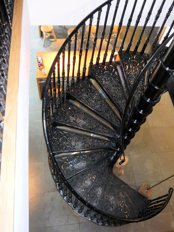Best Spiral Staircase With Intricately Designed Steps And 400 x 300
