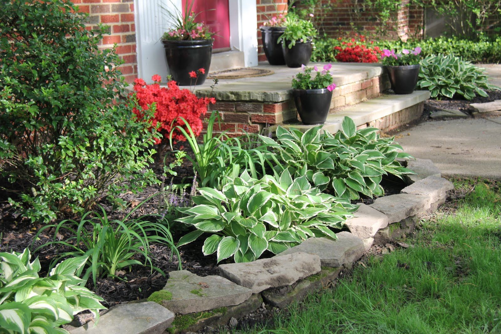 Front yard flower bed ideas front yard transformation for Planting a flower bed ideas