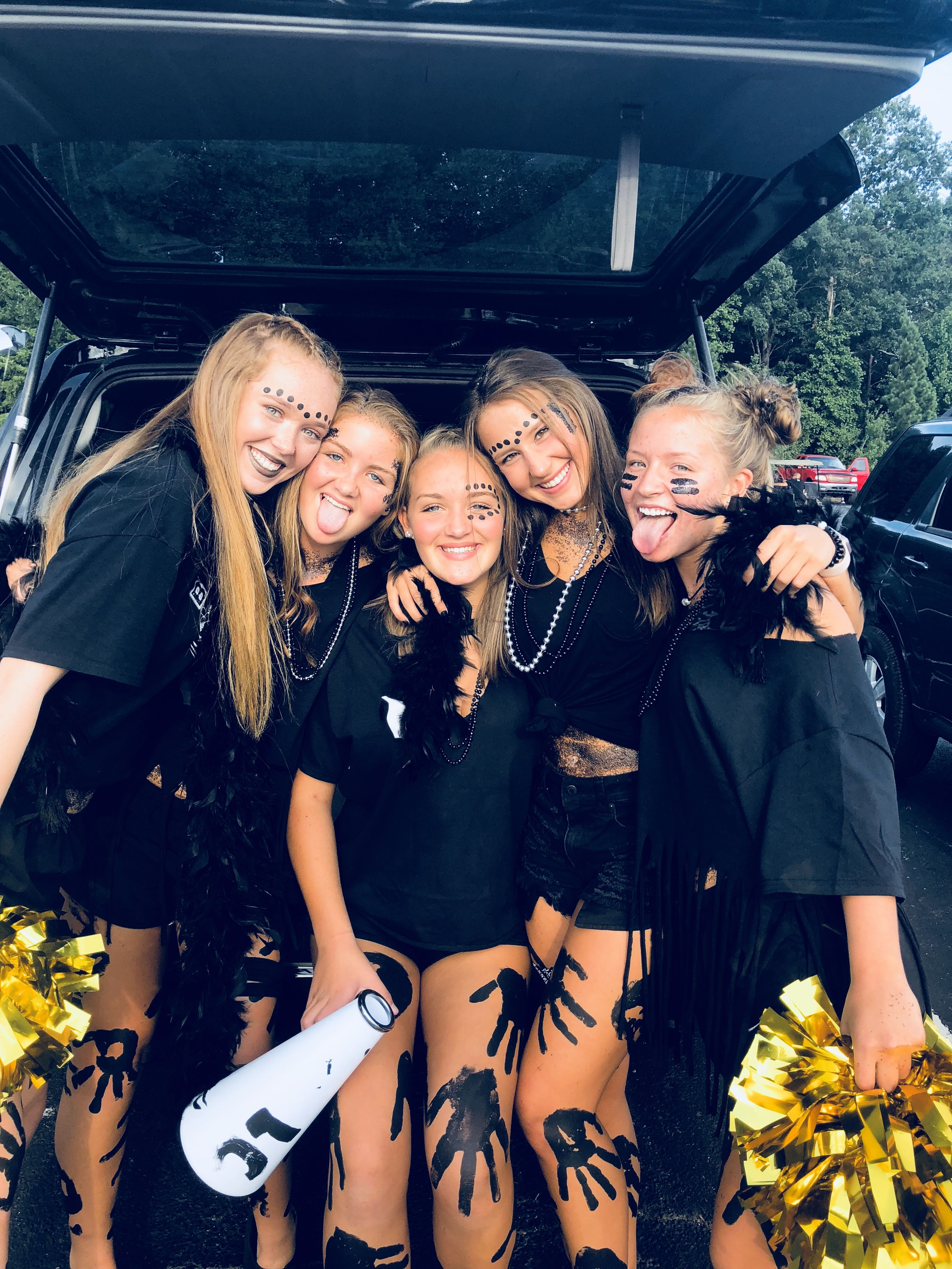 Pin by ☆leonieee☆ on football theme outfits  School spirit