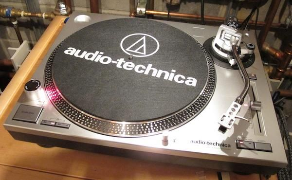 Off The Audiophile Pedestal And Into The Real World We Go With A Review Of Audio Technica S Easy To Set Up 299 95 Usb Turntable Audio Technica Turntable
