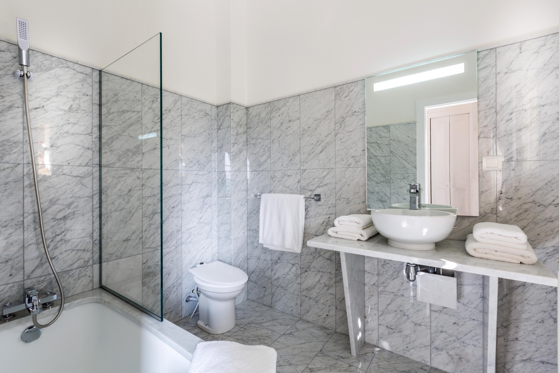 salle de bain marbre carrare bathroom ikhome ikone