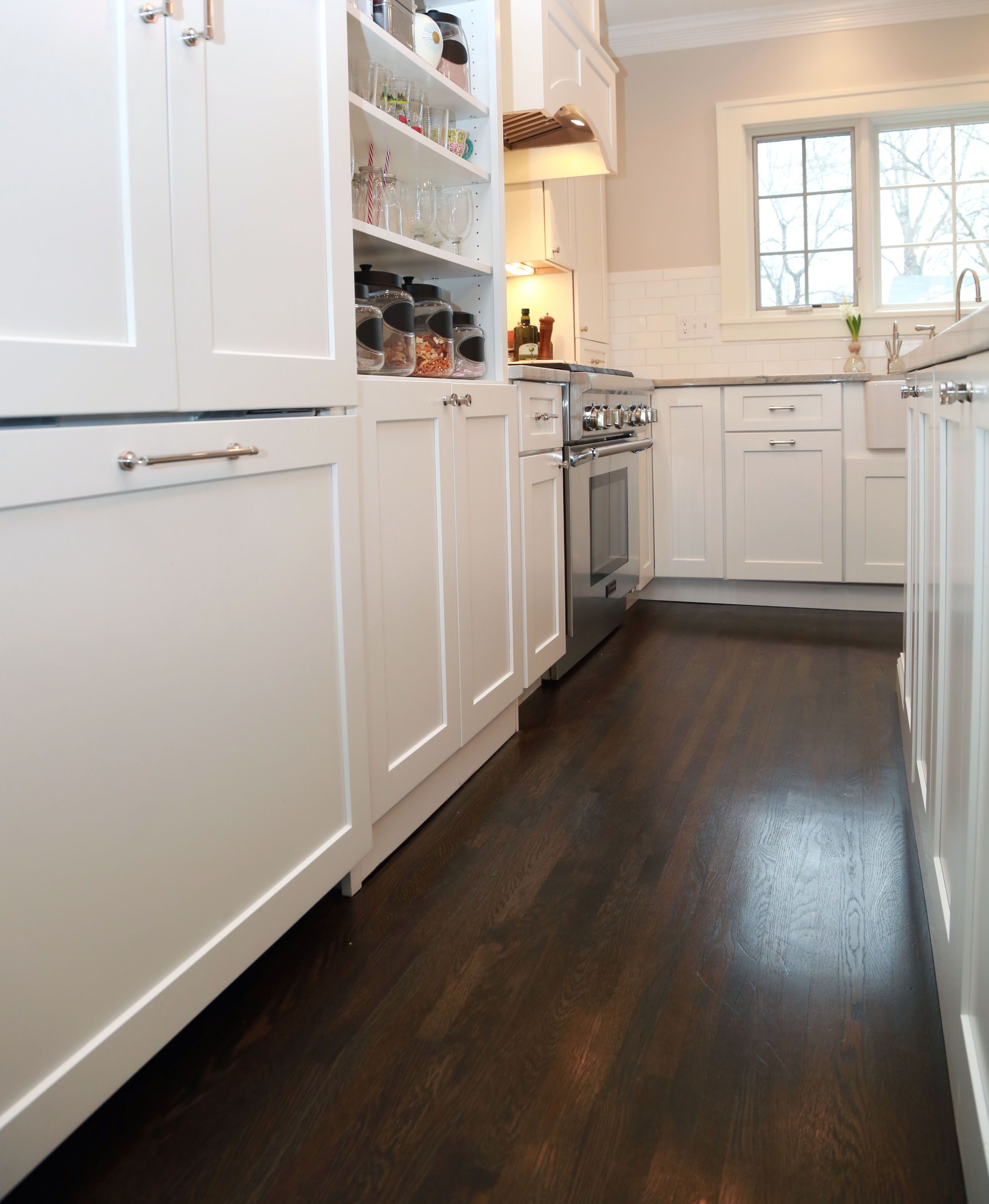 kitchen features full overlay cabinetry with chelsea door style manor flat drawer front in designer white r0 front
