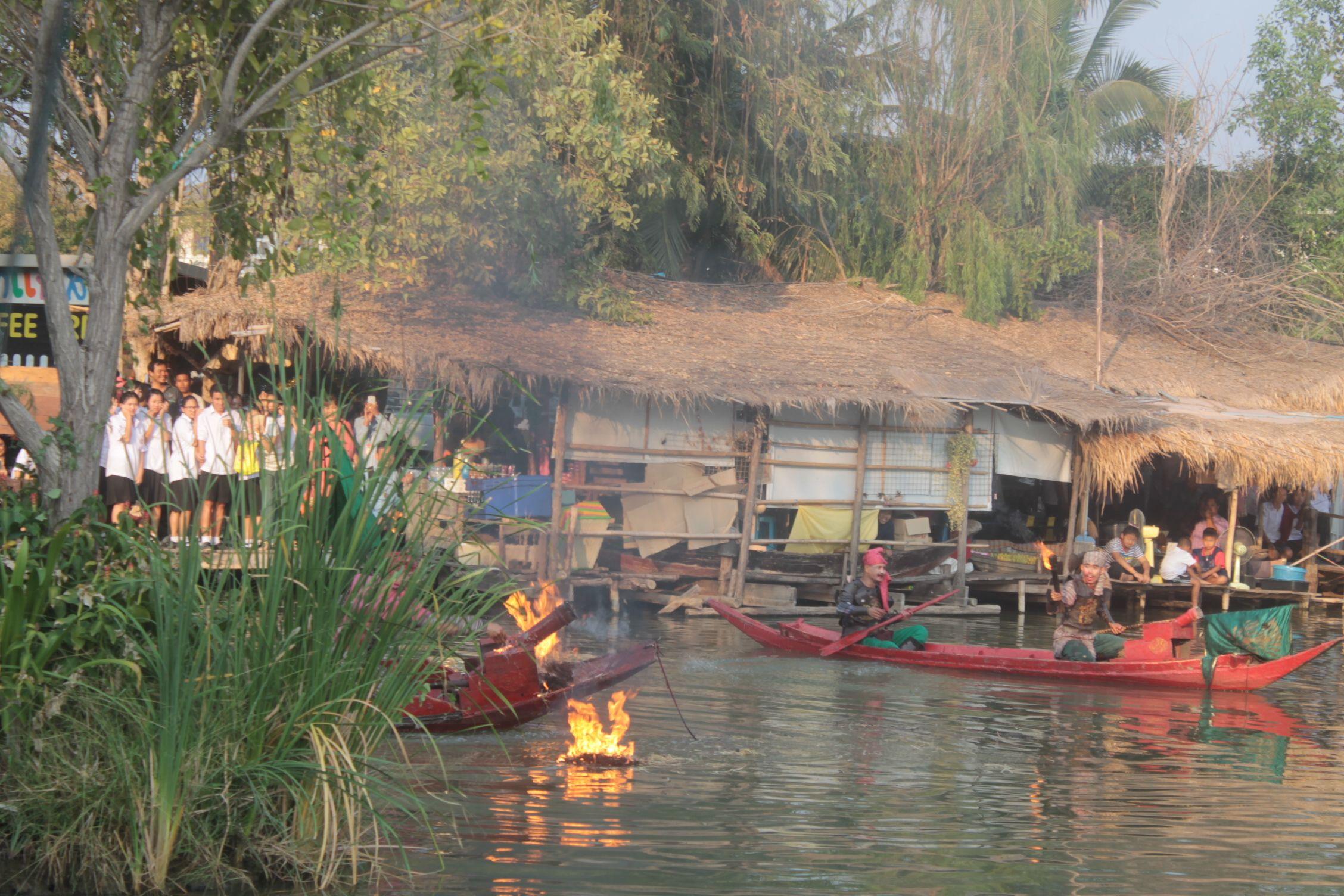 Espectaculo en el mercado flotante de Ayutthaya