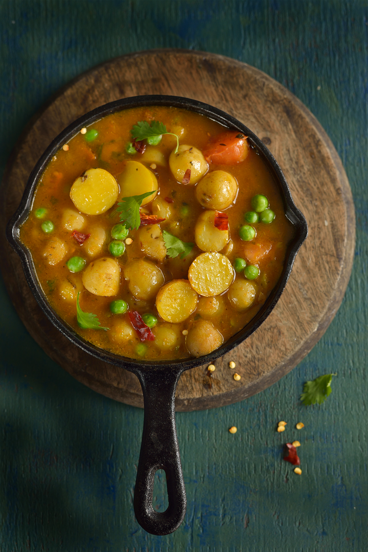Potatoes n peas in a curry courtesy of turmeric n spice blog potatoes n peas in a curry indian foodseast indian food recipesindian forumfinder Choice Image