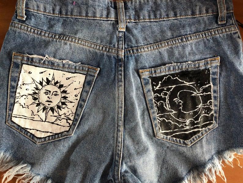 Photo of Malte jeans med måne og sol i svart og hvitt