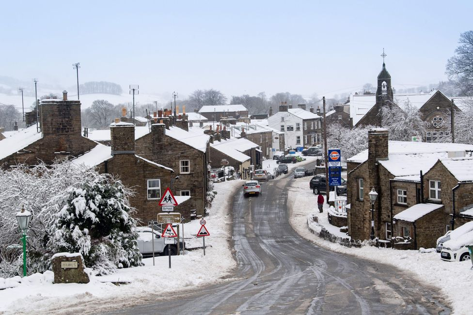 Snow Showers bring disruption to England and Scotland in