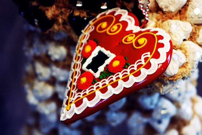 Licitarsko srce - colorfully decorated biscuits made of sweet honey dough.