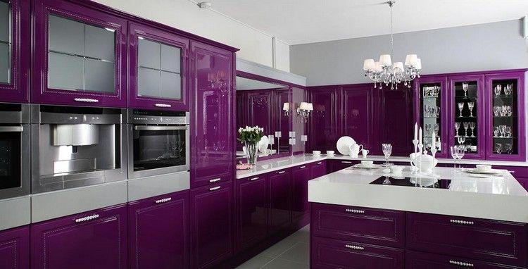 Cuisine violette avec meubles l gants lot central lustre pampille et peinture blanc neige - Meuble cuisine violet ...