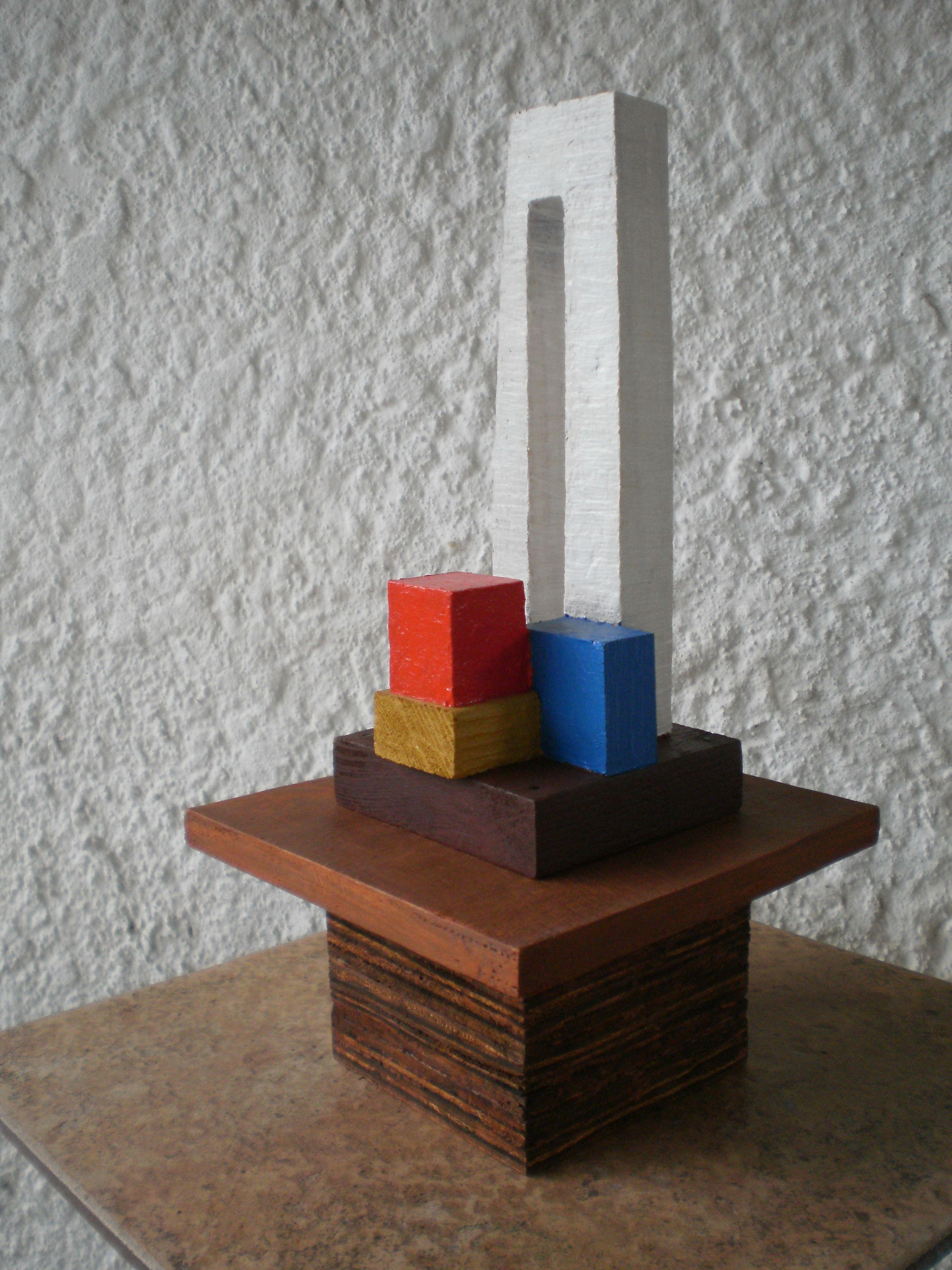 """""""Zancudo 1"""" - Ensamble constructivo policromado (madera maciza/contrachapada y colores) Autor: Raúl Pérez Fernández (Delta El Tigre/dpto. de San José - Uruguay)"""
