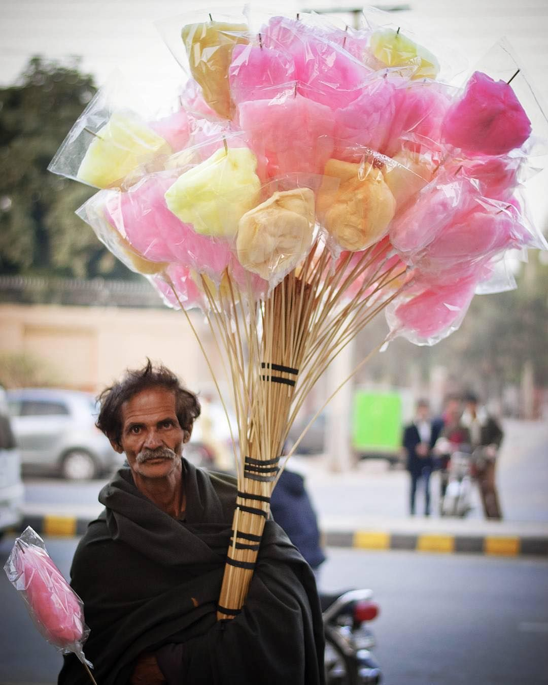 """Photo submitted by @az_chaudhary : Cotton #candy seller outside the Jinnah Park, #Faisalabad Submit your photos by using hashtag #dawndotcom…"""
