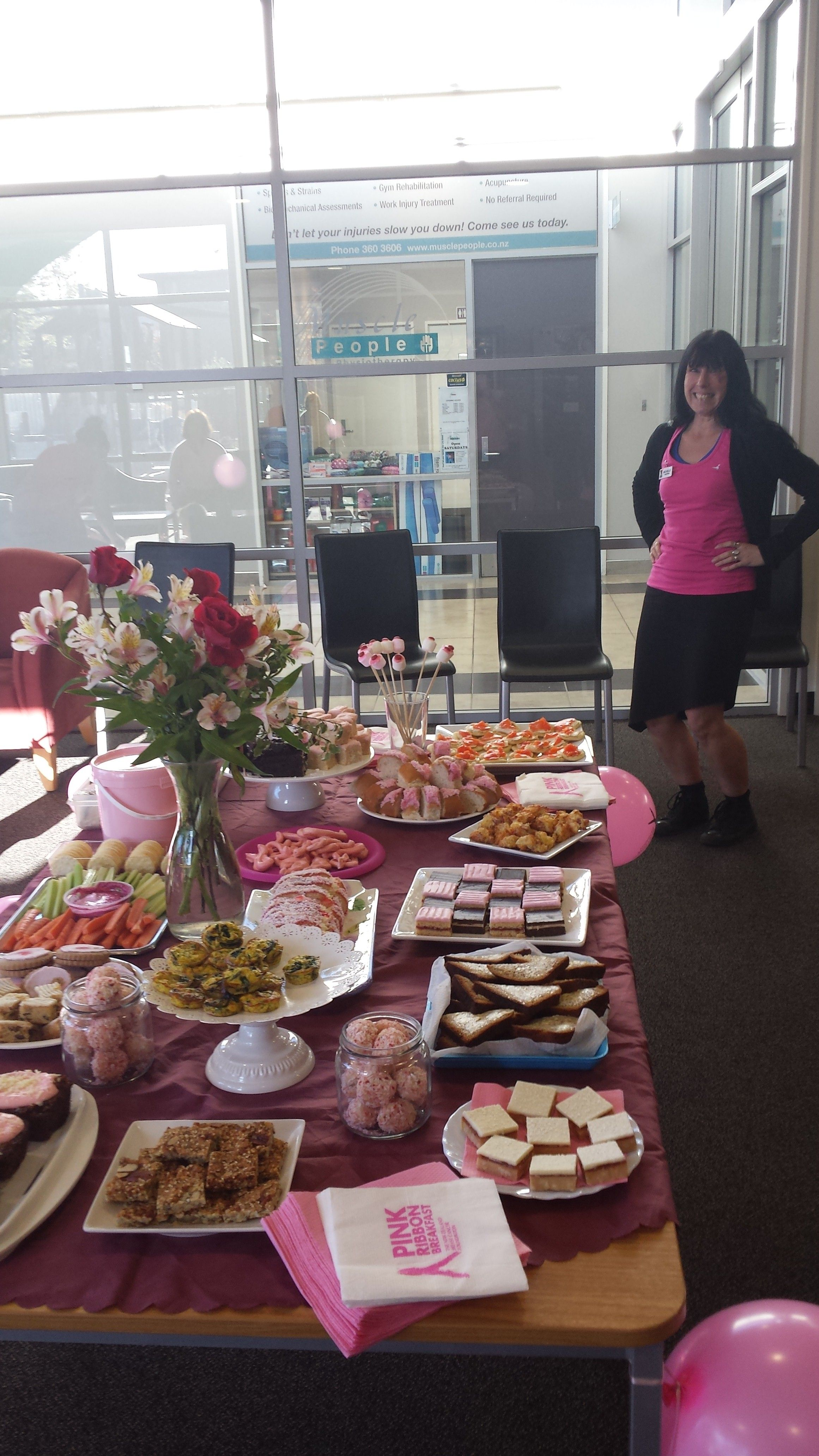 Taryn had quite a spread at her Breakfast. Loving the serviettes!