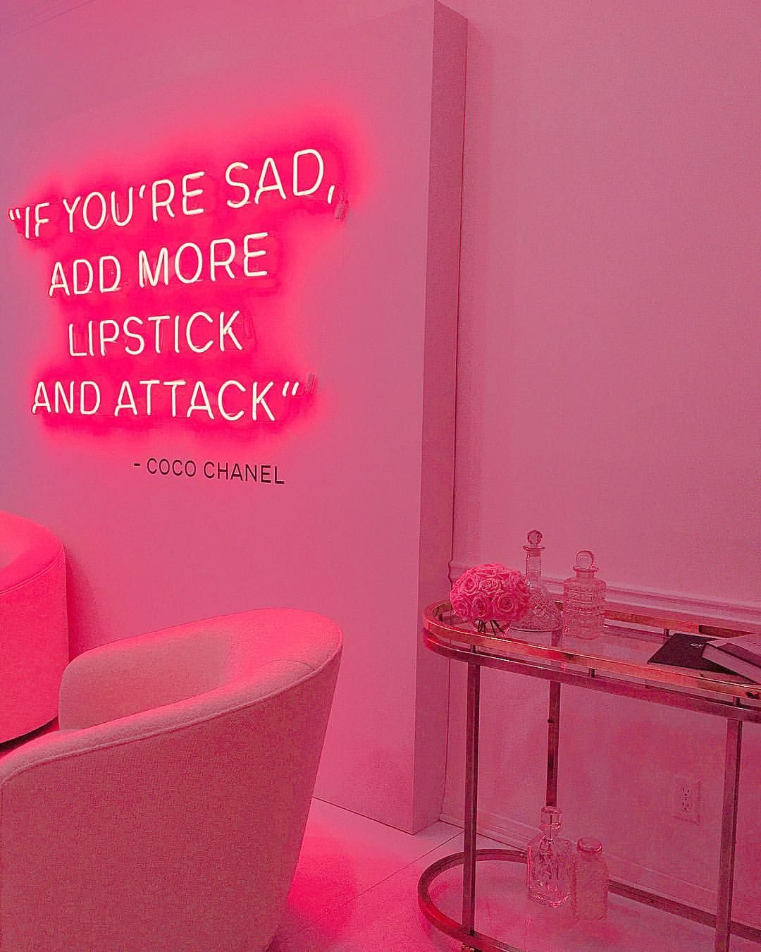 CHANEL | #WeloveCoco | Hot Pink | Pink light installation | Motivational quote | Pink