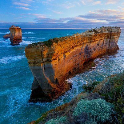 the beauty of australia 90% of the continent is uninhabitable, but australia is still trying to save the world.