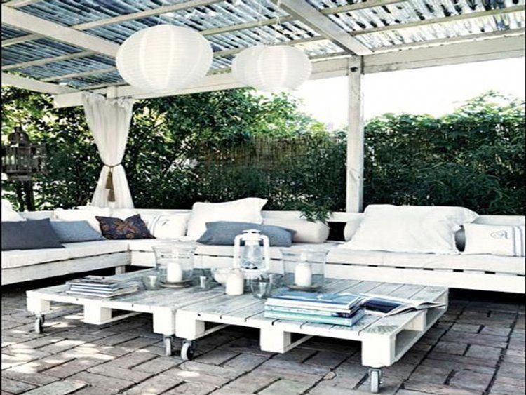 Ambiance détente sous la pergola avec ce salon de jardin blanc ...