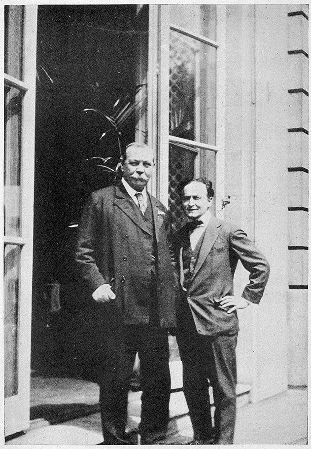 Arthur Conan Doyle and Harry Houdini | Houdini, Conan doyle, Harry houdini