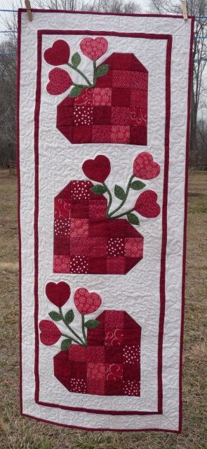 Valentines Wall Hanging Valentine Table Runner Quilts Quilting Projects