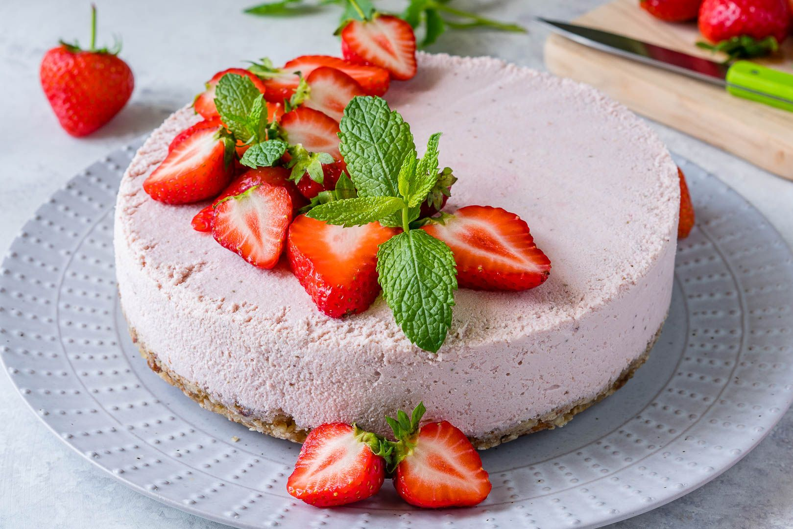 This Yummy No Bake Strawberry Cheesecake is Clean Eating Friendly! - Clean Food Crush