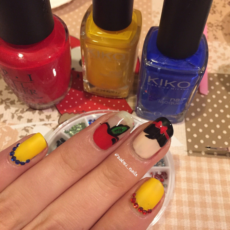 Snow White nail design\