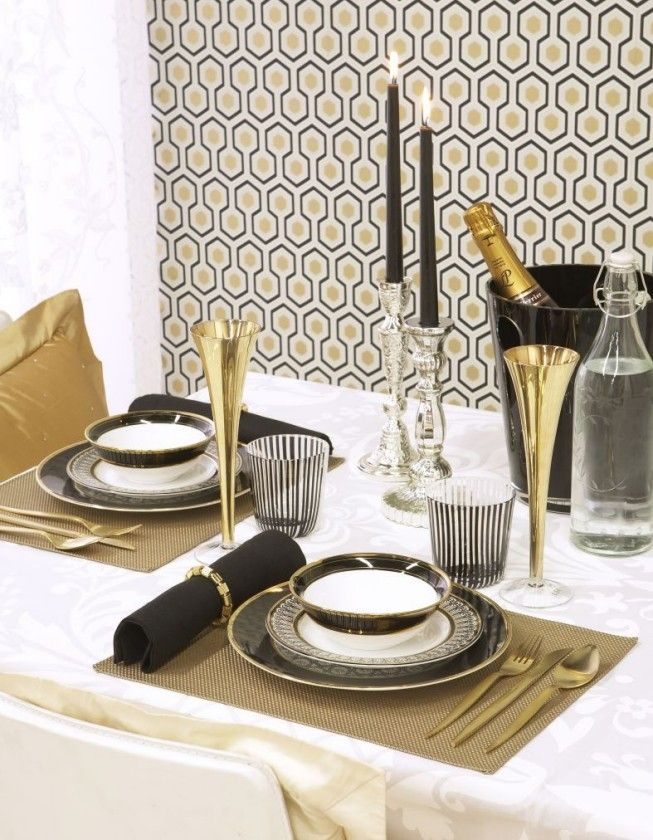 Black & Gold Tablescape