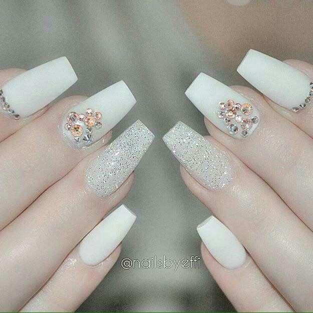 Blanco brillo   Diseñó uñas   Pinterest   Brillo, Uñas acrílico y Blanco