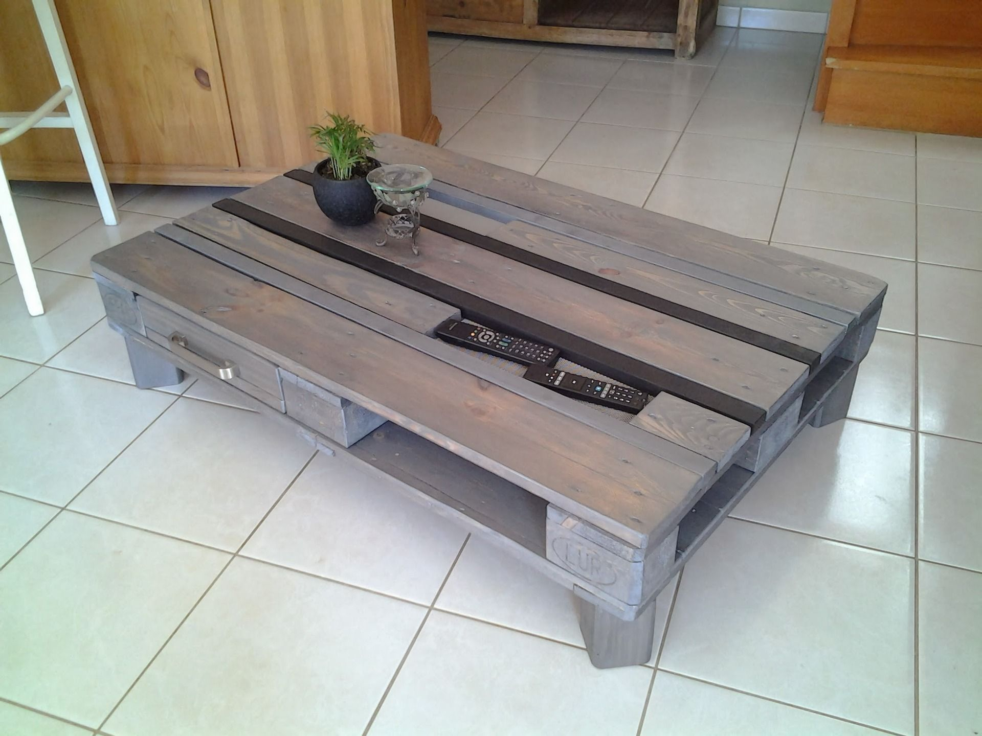 Table basse en palette europe gris atelier salons - Table basse atelier loft ...