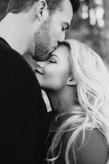 Максим видео парень целует девушку трахаются шефами