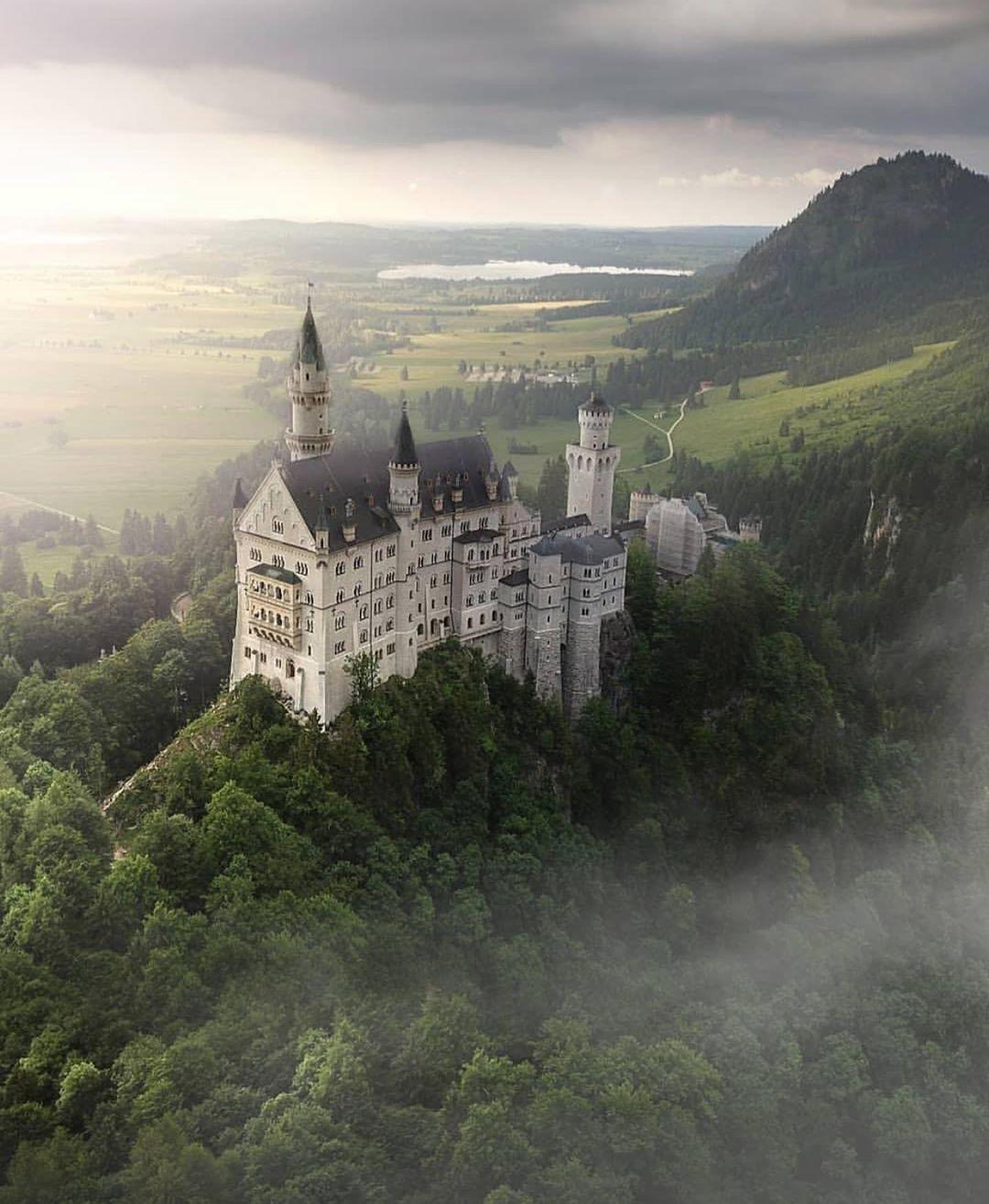 Schloss Neuschwanstein On Instagram Neuschwanstein Schlossneuschwanstein Neuschwansteincastle Bayern Bavaria Castle Beautifuldestination Schlos