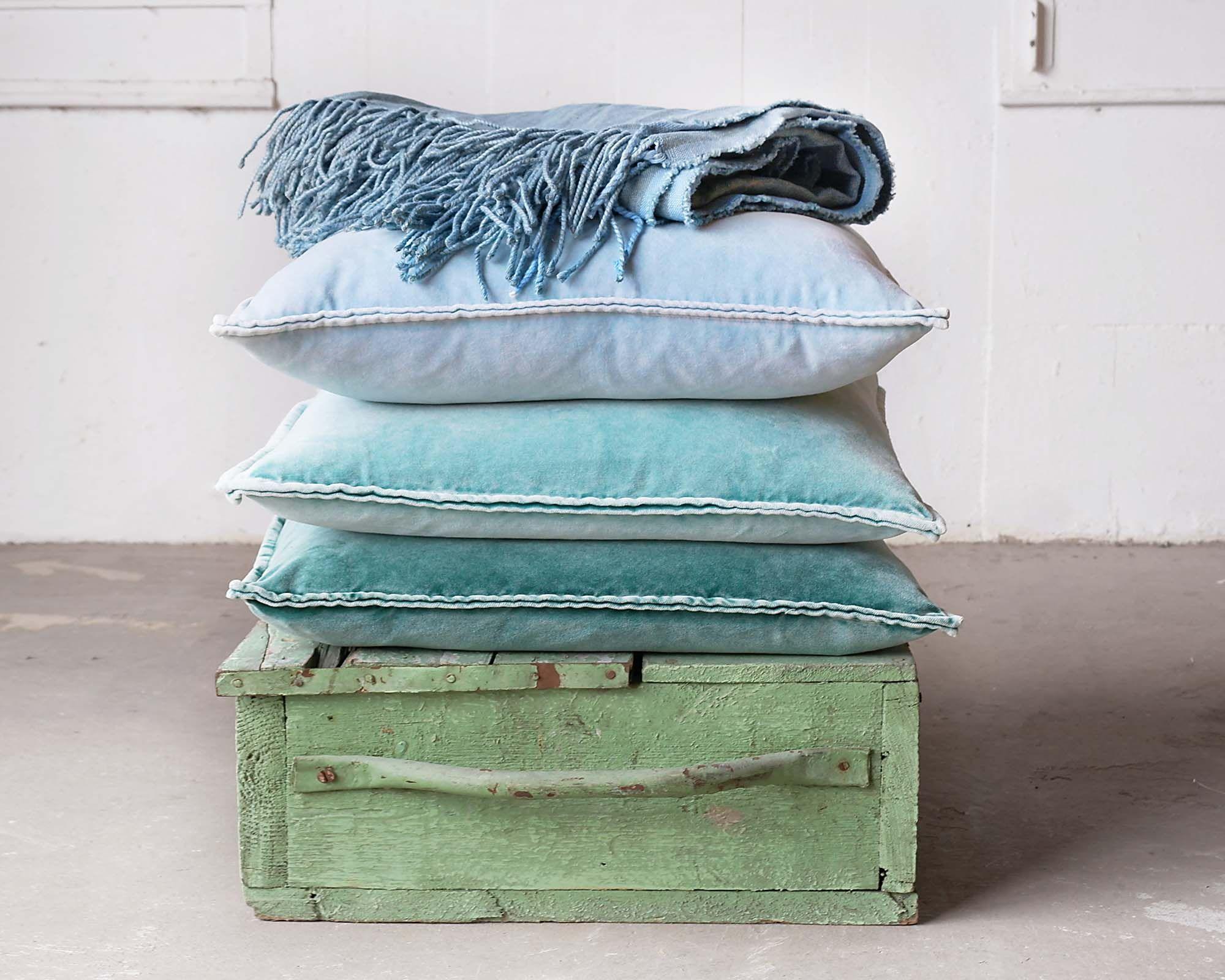 Heerlijk zachte fluwelen kussens in aqua groen en blauw velvet
