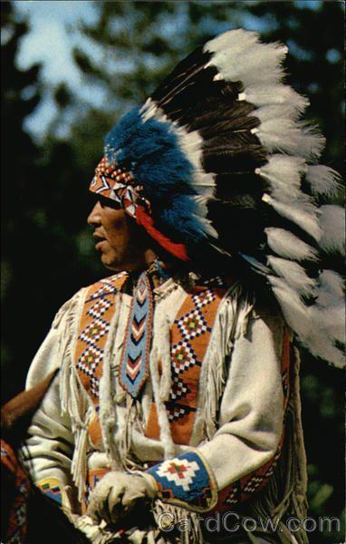 Traditional Native American Headdress North American Indian In Traditional Head Dress Native Americana