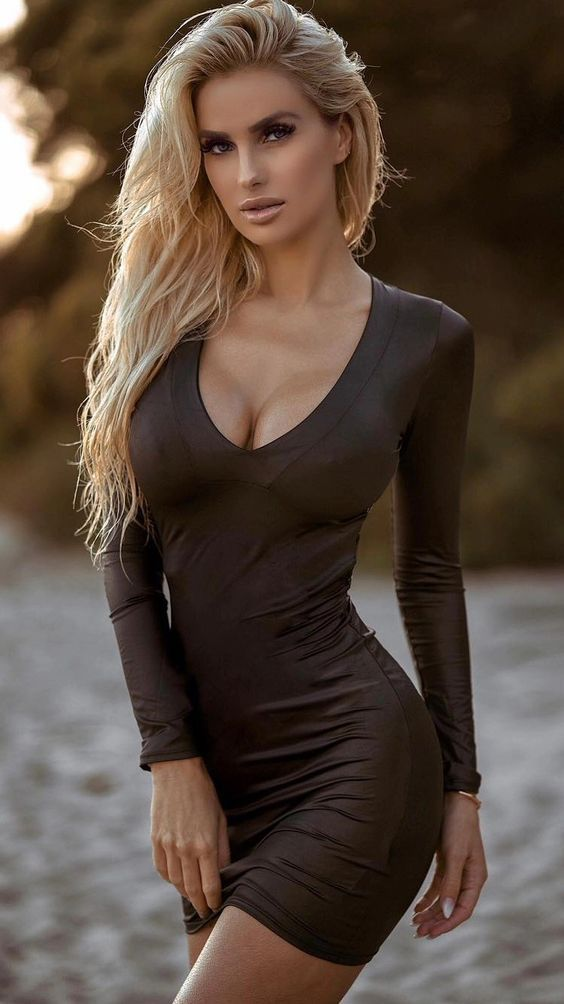 Sexy Girls Wearing The Seductive Dresses To Match