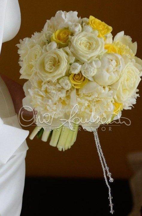 Moderno bouquet di rose e peonie dai toni delicati e romantici | Cira Lombardo Wedding Planner