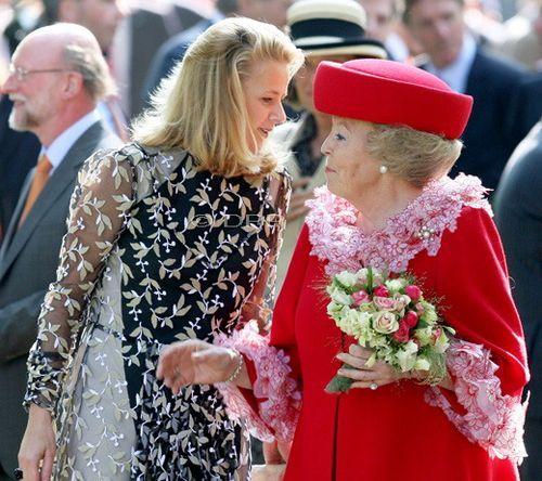 Koninginnedag2009 Mabel en haar schoonmoeder.