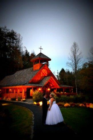 Gatlinburg S Little Log Wedding Chapel Has A Package Around