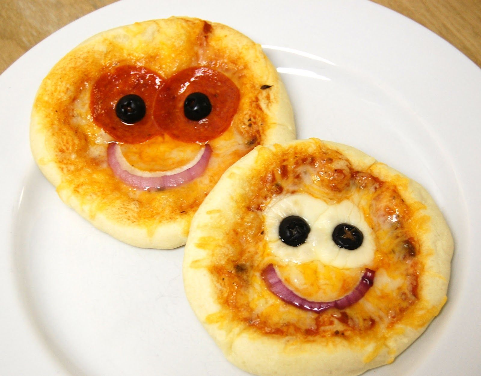 smiley face pizzas for the brats and rugrats pinterest smiley and pizzas. Black Bedroom Furniture Sets. Home Design Ideas