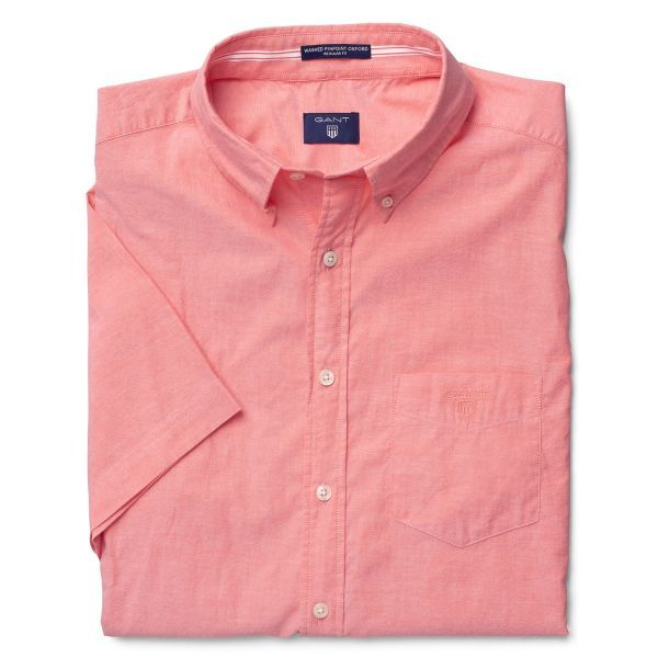 Our eco-washed Short-Sleeve Washed Pinpoint Oxford Shirt is made from 100% high quality, durable Oxford cotton, and is a stylish, timeless option no matter the occasion. Featuring regular fit, button-down collar, pointed pocket on the chest, short sleeves, soft hand-feel and our iconic boxpleat and locker loop.
