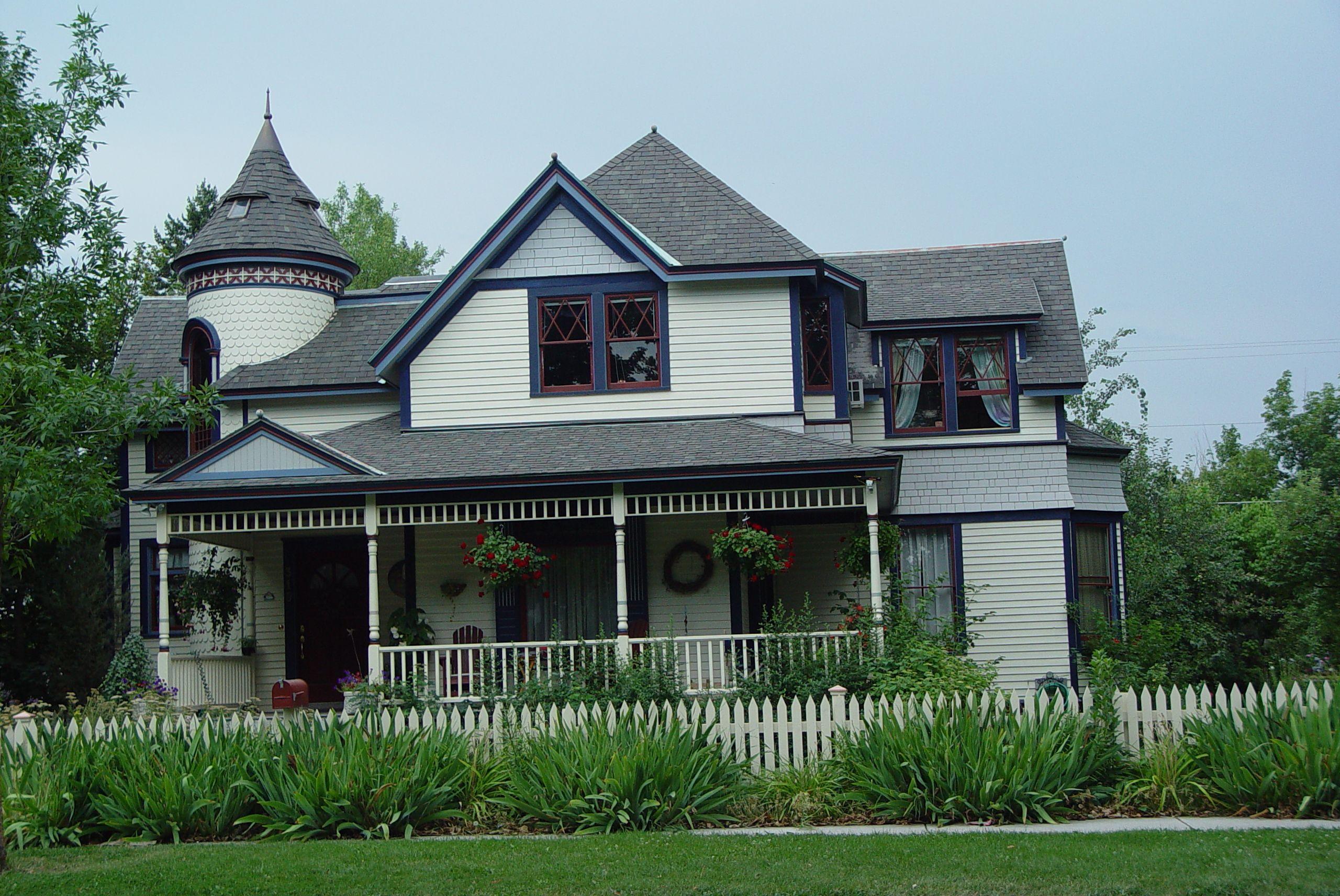 Haunted House In Missoula Mt Taken By Blue Mountain B B House Styles House Blue Mountain