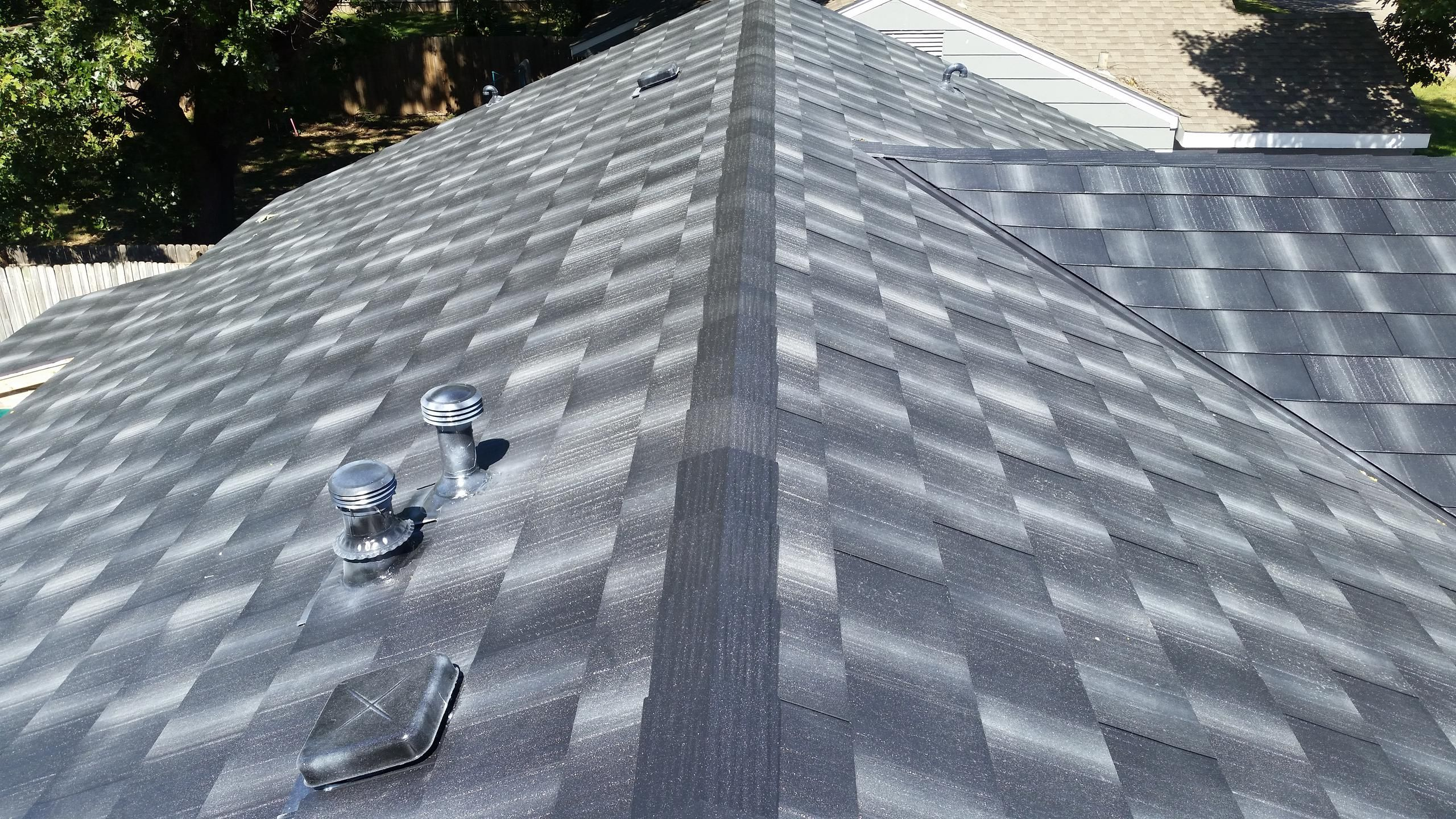 How To Know If You Need A New Roof Missing Cracked Or Curled Shingles Www Smartchoiceroofing Net For A Free Esti Leaking Roof Roof Leak Repair Roof Damage